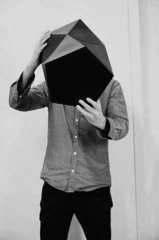 Man holding Kinky Korb paper bin