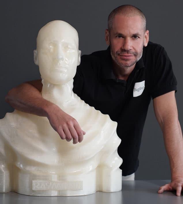 Amir-with-Raymond-Sculpture
