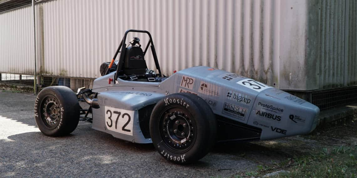 car racing with large-scale 3d printing