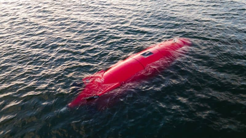 Commercial AUV, the DIVE-LD, in-water